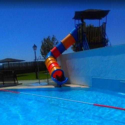 Diversión en la piscina municipal de Alcaracejos