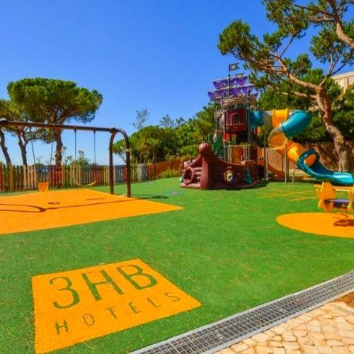 Parque infantil en el Hotel Falesia Do mar