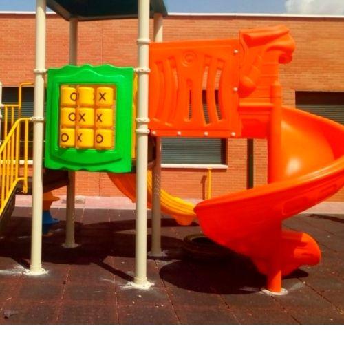 Parque infantil en Colegio CEIP Benito Pérez Galdós