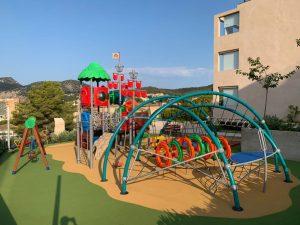 Instalación de parque exterior en un hotel
